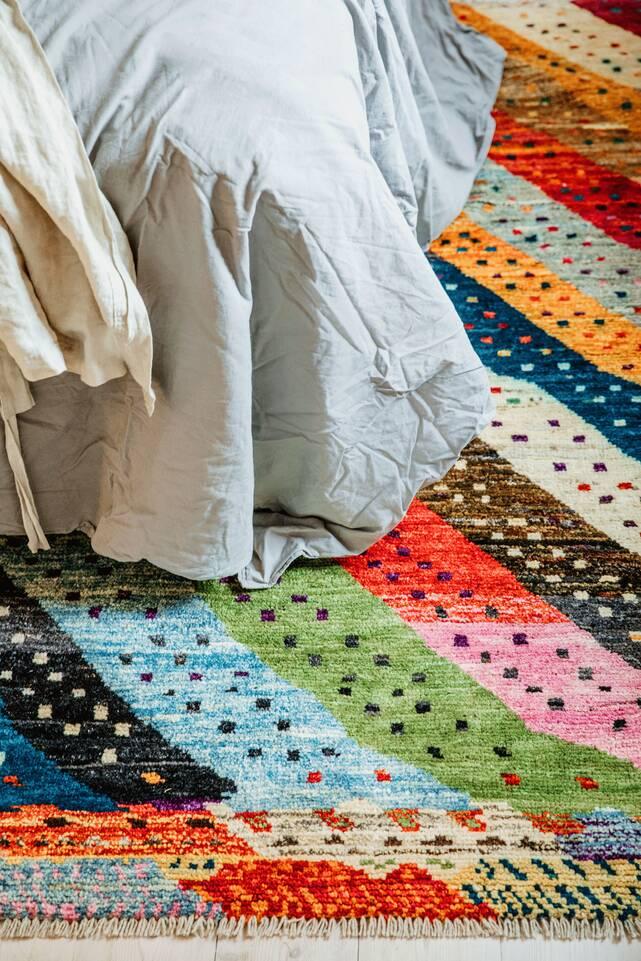Tapis moroccan berber - afghanistan , blanc dans un chambre