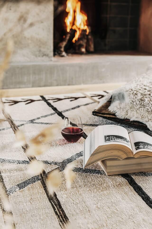 Tapis kilim semi-antique turquie , blanc dans un salle à manger